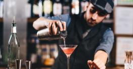 Barchef mixt Strawberry Margarhita auf der Landesmeisterschaft für Cocktails in Mecklenburg Vorpommern